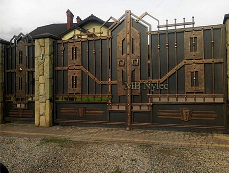 A full industrial gate