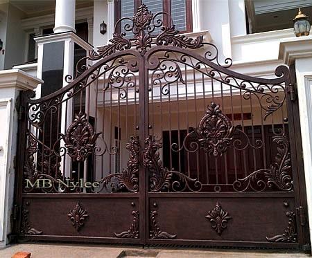 An elegant oriental gate forged