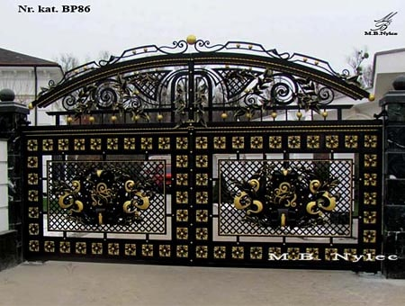 An exclusive openwork gate