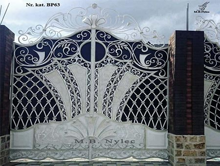 Entrance gate in the glamor style