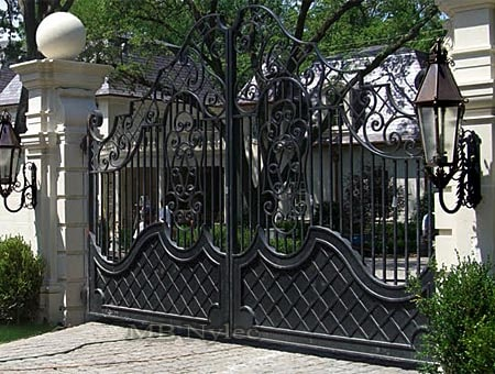 Gate in a courtly style