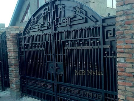 Gate with elements of modernity