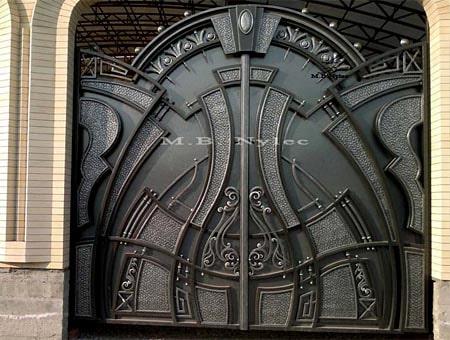Massive full entrance gate