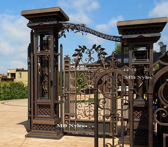 Massive gate pillar