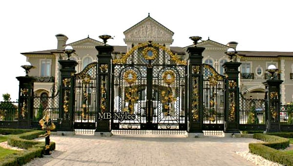 Very large unique gate set with six openwork columns