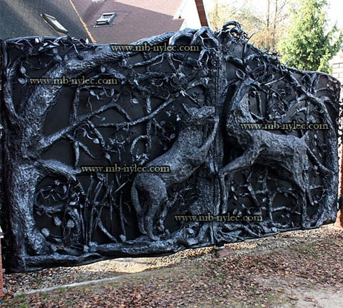 A unique hunting style full gate with Wolf and Deer scene