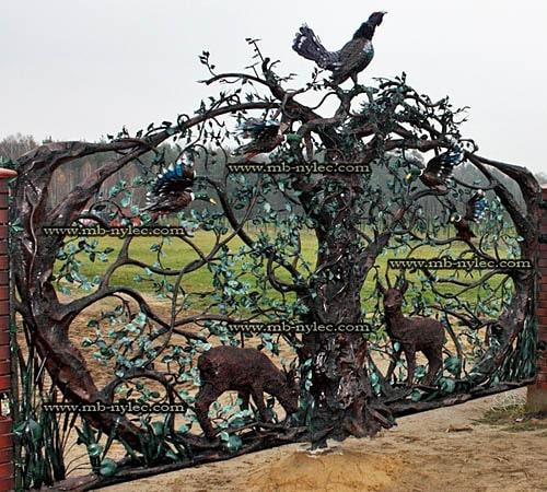 Hunting style steel openwork gate