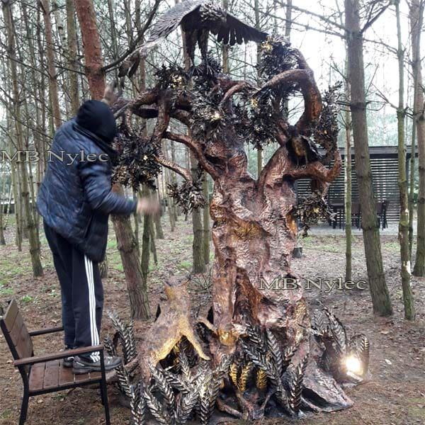 A huge lamp - a tree - a steel sculpture