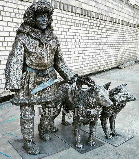 Eskimo with dogs - Steel sculpture
