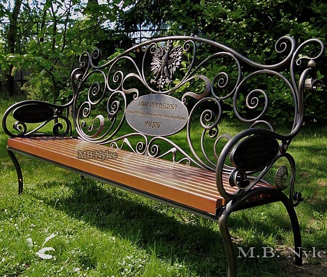 Forged bench of independence