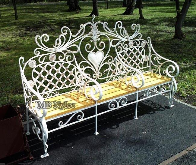Garden bench for the wedding house