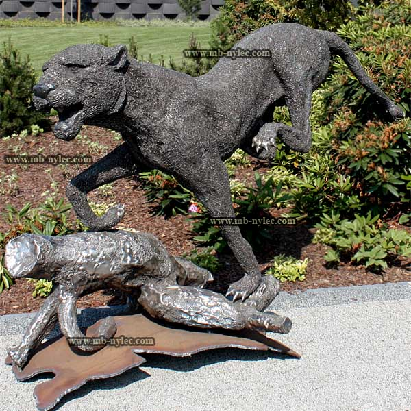 Jaguar on the run - steel sculpture