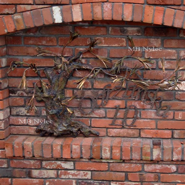 Metal bonsai with house number and street name