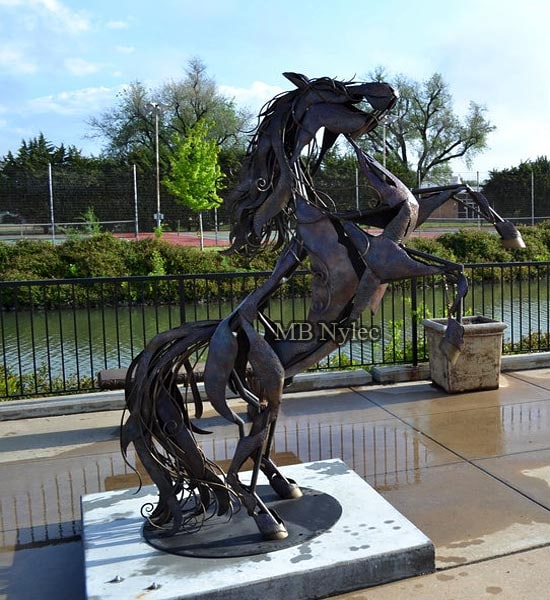 Steel statue - Horse on a pedestal