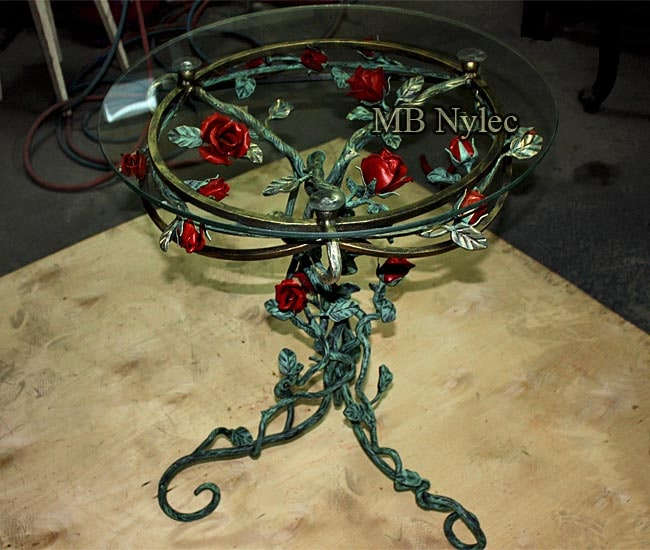 Forged coffee table with roses